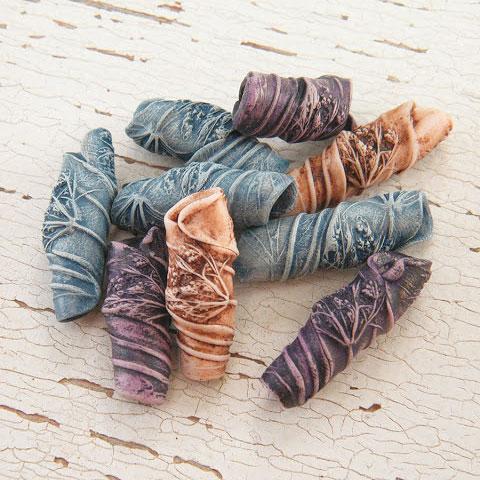 Бусины с растительной текстурой.